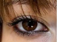 آرایشی که برازنده رنگ چشمهای قهوه ای  باشد