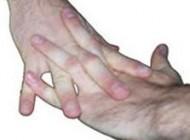 وقتی شما انگشتان خود را می شکنید، چه چیزی باعث ایجاد صدا می شود؟