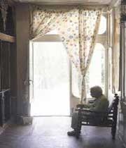 سالمندان همیشه چشم انتظارتد