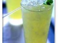 تهیه نوشیدنی  خنک سنتی مخصوص روزهای داغ تابستان