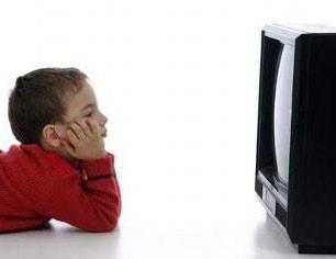 اثرات منفی و زیان آور تلویزیون بر روی کودکان