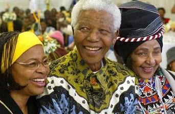 دو زن وفادار در کنار وینی ماندلا