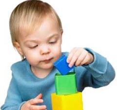 بازی کردن با نوزادان و خردسالان