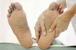 خطرهای ترک کف پا