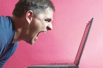 چگونه از شر مزاحمان اینترنتی راحت شویم؟