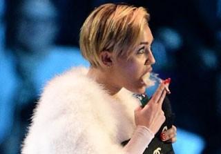سیگار کشیدن مایلی سایرس خواننده زیبا خبرساز شد