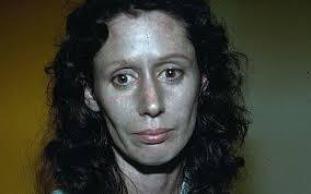 رنگ پوست عجیب این خانم!