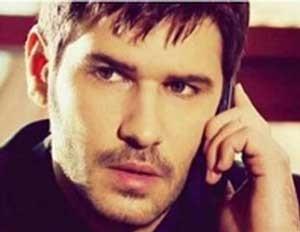 بازیگر نقش چنار در سریال عمر گل لاله در ایران +(عکس)