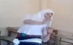 رقص دختر محجبه در کلاس درس (عکس)