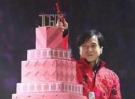 آوازخوانی جکی چان بازیگر معروف در جشن تولدش (عکس)
